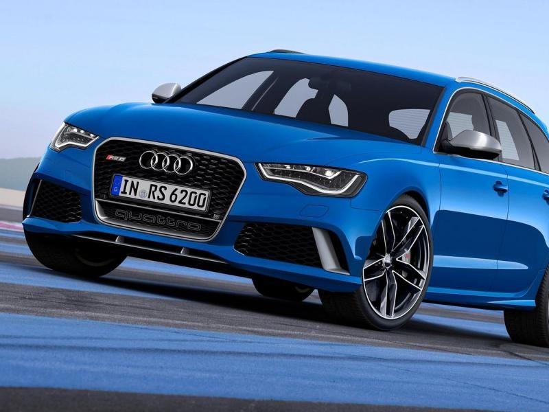 Синий универсал Audi RS6 вид спереди