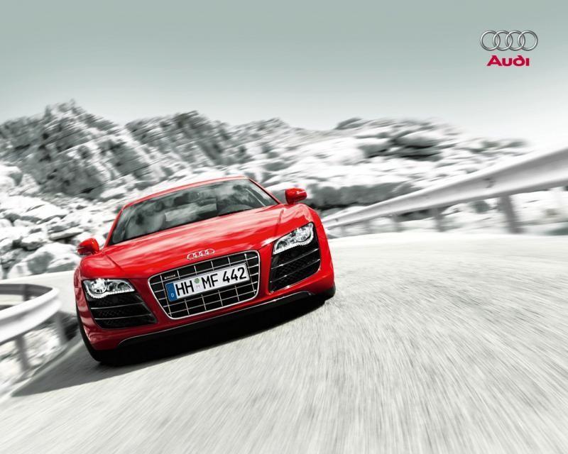 Красный суперкар Audi R8 V10, вид спереди
