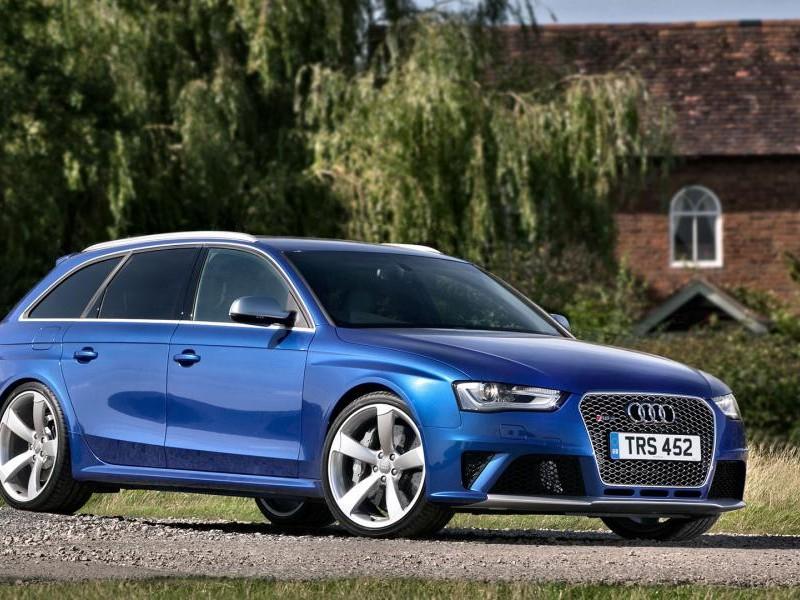Синий универсал Audi RS4