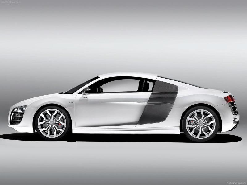 Белый Audi R8 V10
