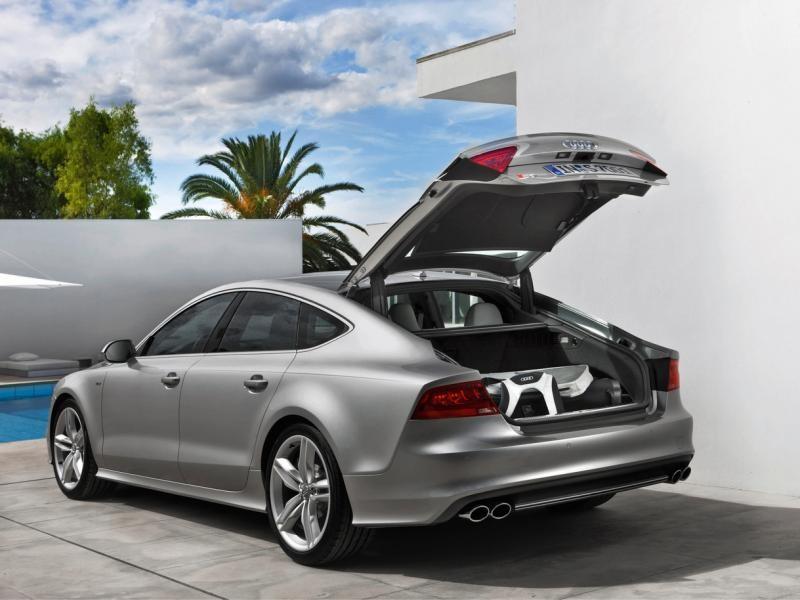 Серебристый  Audi S7 Sportback