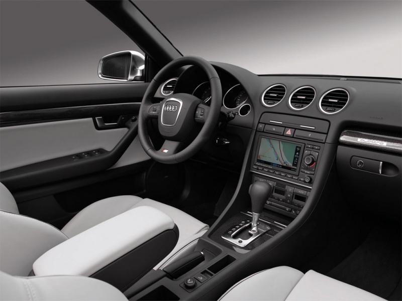 Белый салон, руль, кпп Audi S4