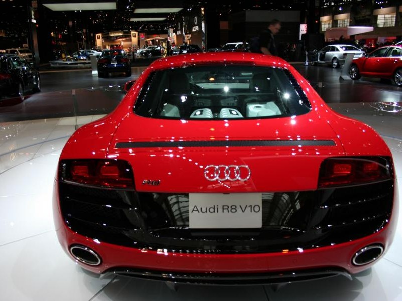 Audi R8 V10 вид сзади