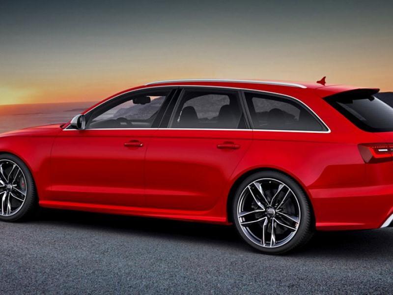 Красный универсал Audi RS6
