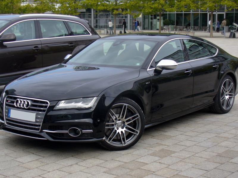 Черный Audi S7 Sportback