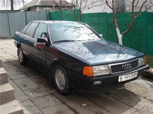 Audi 200, черный седан
