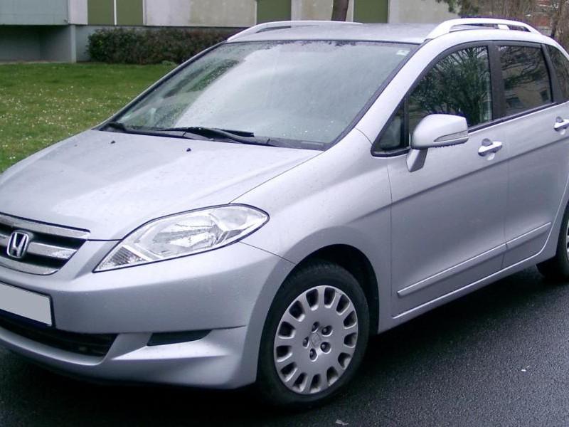 Серебристый минивэн Honda FR-V