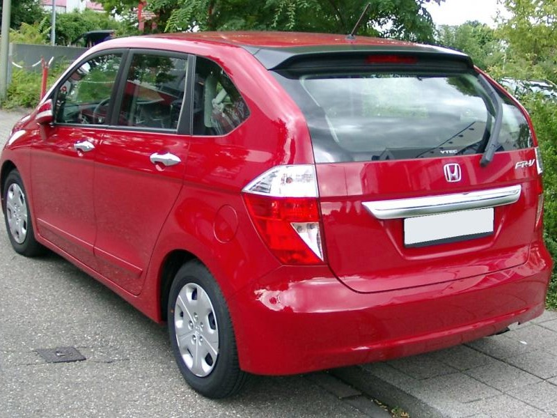 Красный просторный минивэн Honda FR-V