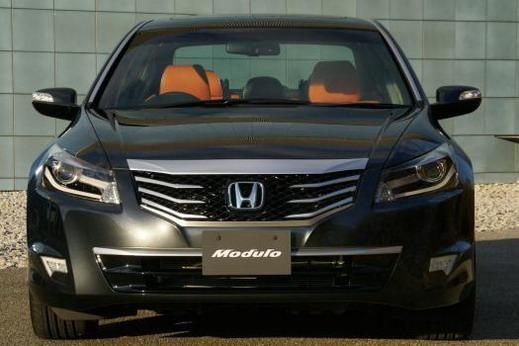 Седан Honda Inspire, вид спереди