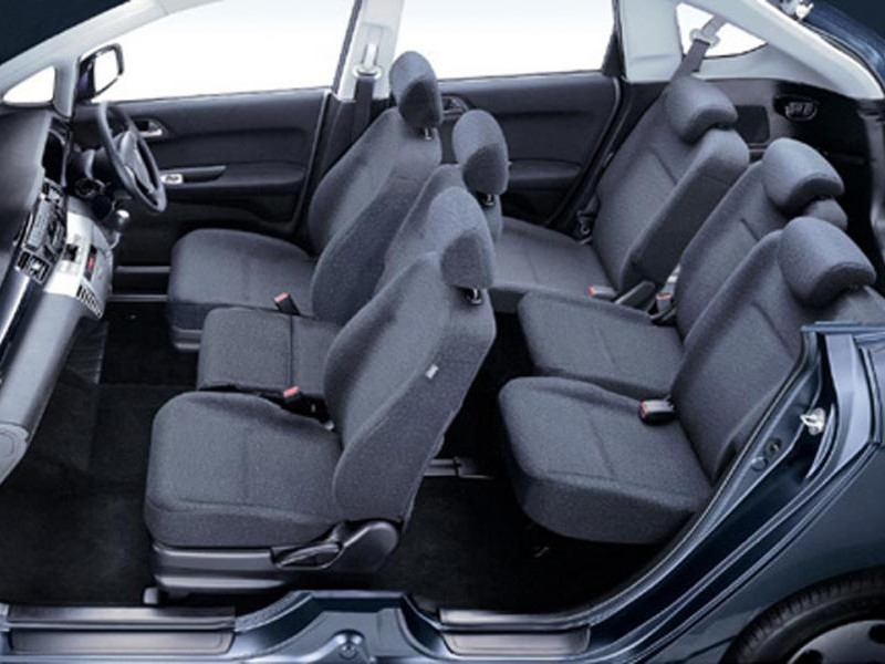 Салон Honda FR-V