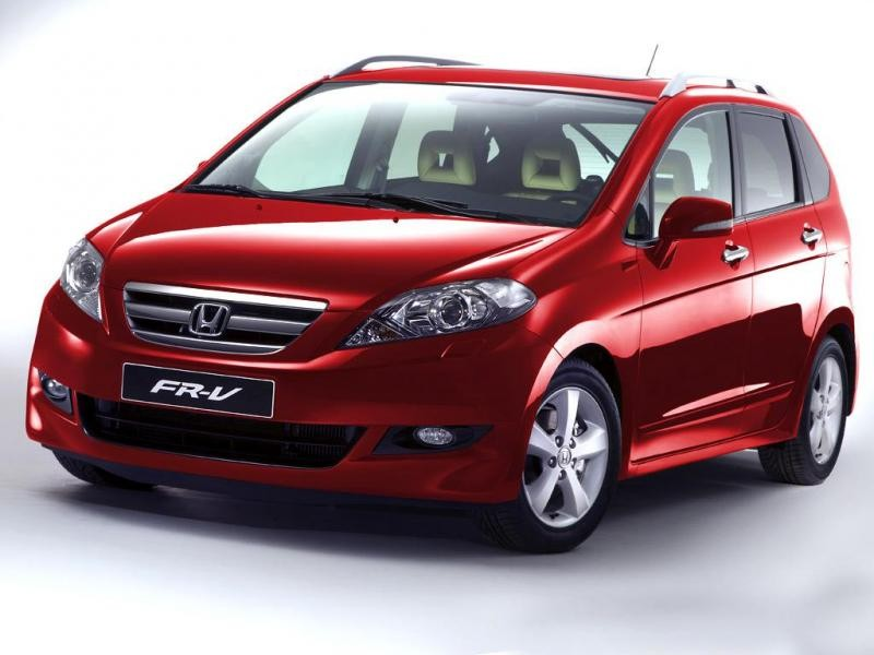 Красный комфортабельный минивэн Honda FR-V
