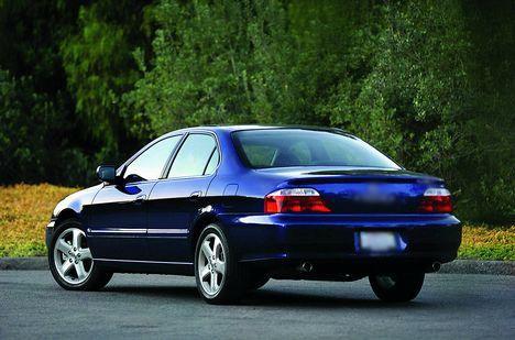 Синий седан Honda Inspire вид сзади