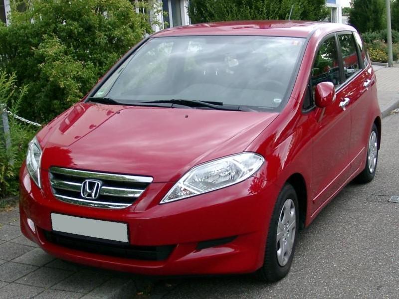 Красный минивэн Honda FR-V