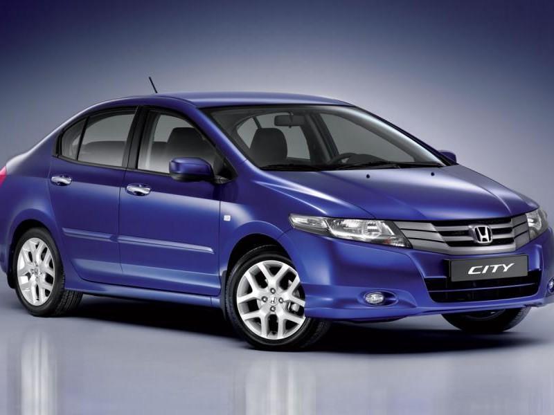 Синий просторный седан Honda City