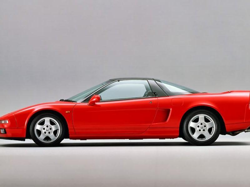 Красный Honda NSX, вид сбоку