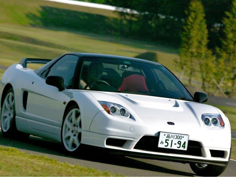 Белый мощный Honda NSX