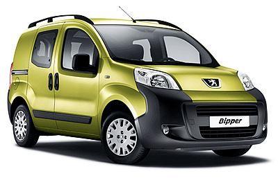 Зеленый комфортабельный минивэн Peugeot Bipper