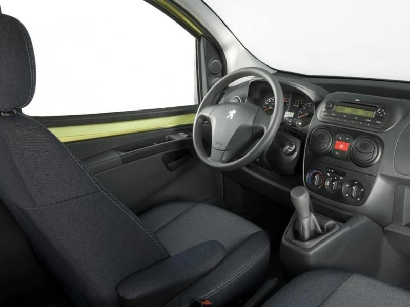Салон, руль, кпп, приборная панель Peugeot Bipper