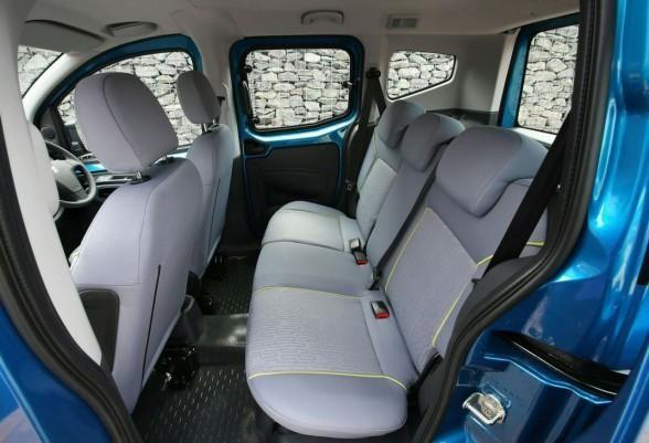 Просторный салон Peugeot Bipper