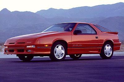 Красный комфортабельный купе Dodge Daytona