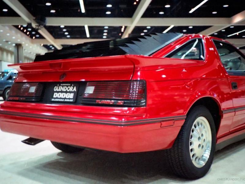 Красный купе Dodge Daytona, вид сзади