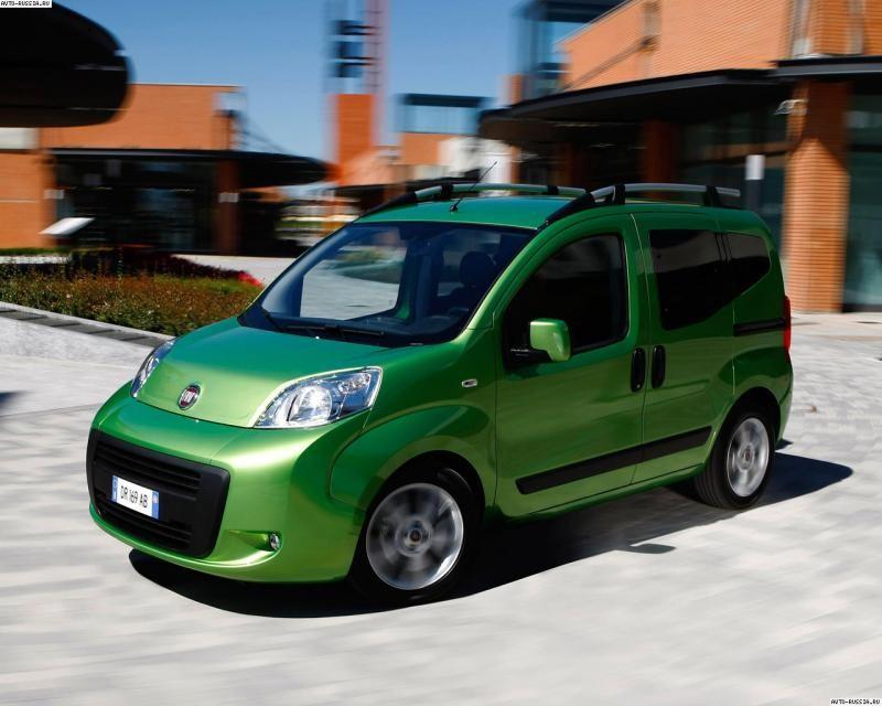 Зеленый практичный, просторный минивэн Fiat Florino
