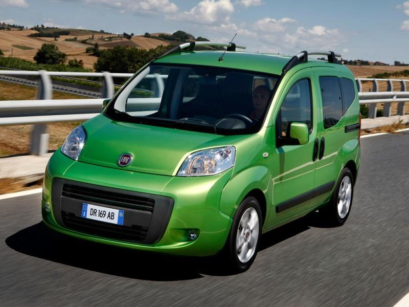 Зеленый Fiat Florino на трассе