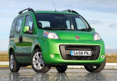 Зеленый практичный минивэн Fiat Florino