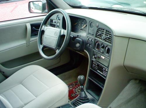 Бежевый салон, руль, кпп Saab 9000