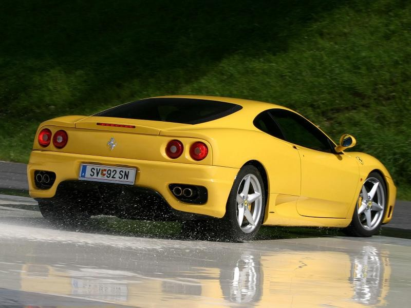Желтый купе Ferrari 360 Modena