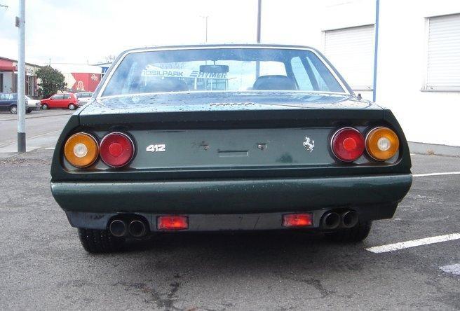 Черный купе Ferrari 412, вид сзади
