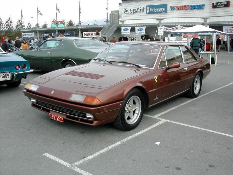 Практичный купе Ferrari 412