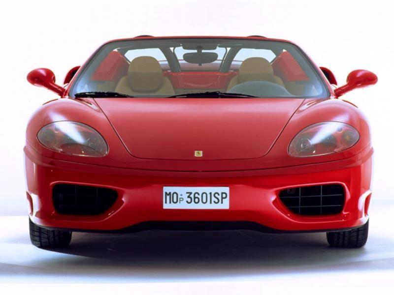 Красный Ferrari 360 Modena Spider, вид спереди