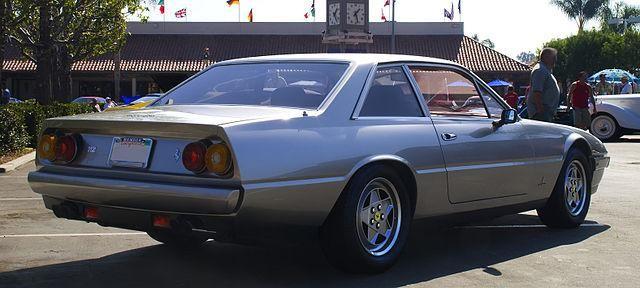 Серебристый купе Ferrari 412