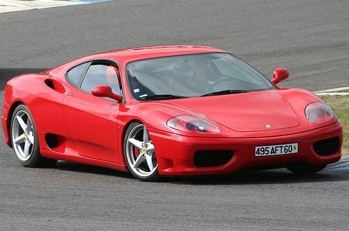 Красный купе Ferrari 360 Modena