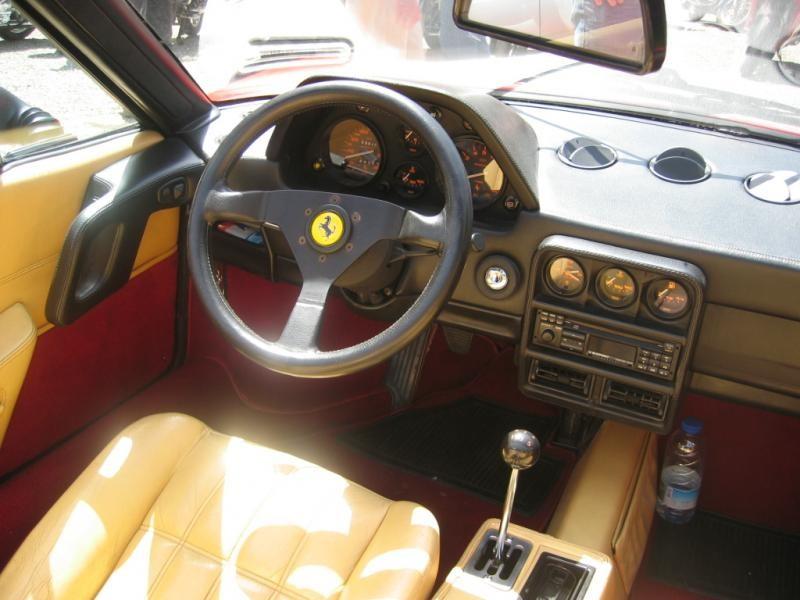 Бежевый салон, руль, кпп Ferrari 328