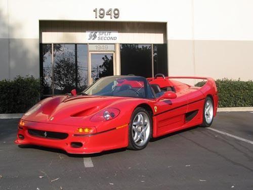 Красный быстрый Ferrari F50