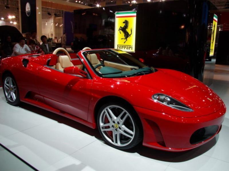 Красный стильный Ferrari F50