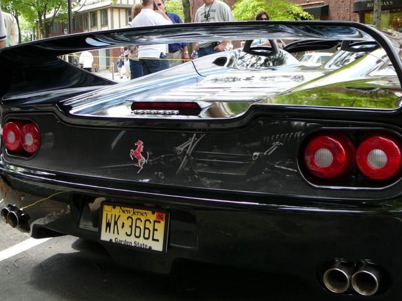 Черный купе Ferrari F50, вид сзади
