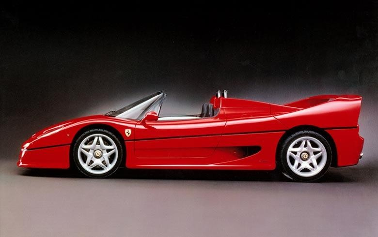 Красный купе Ferrari F50 вид сбоку