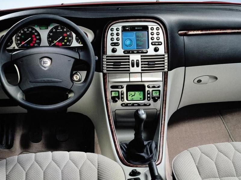 Салон, руль, приборная панель Lancia Lybra