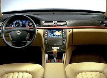 Бежевый салон, консоль, руль, кпп Lancia Thesis