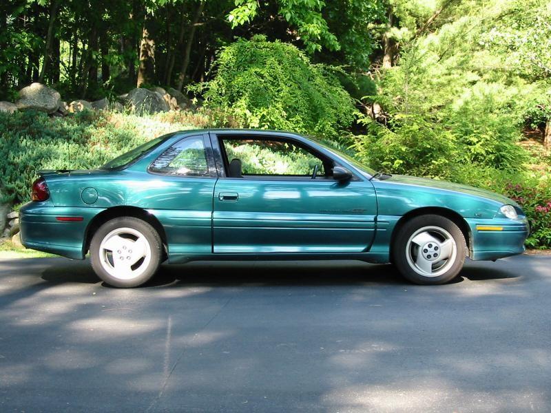 Зеленый купе Pontiac Grand Am, вид сбоку