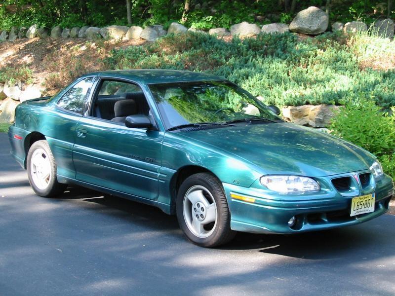 Зеленый купе Pontiac Grand Am