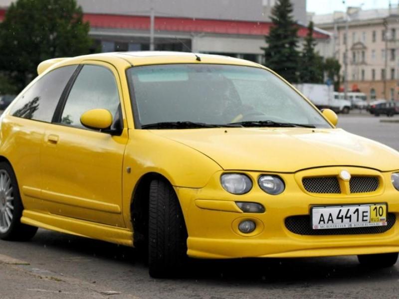 Желтый хэтчбек MG ZR