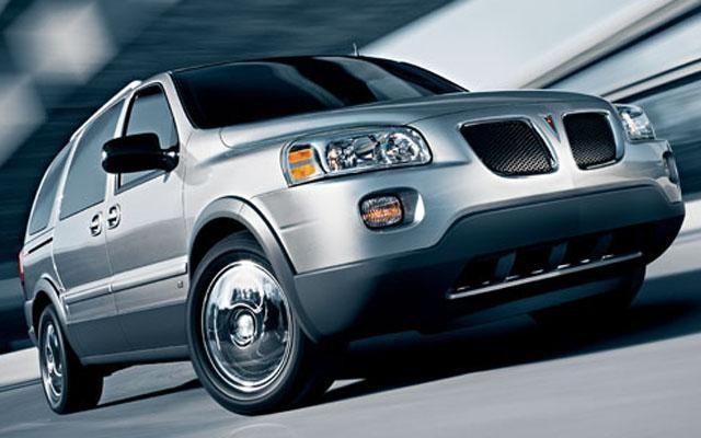 Серебристый динамичный Pontiac Montana