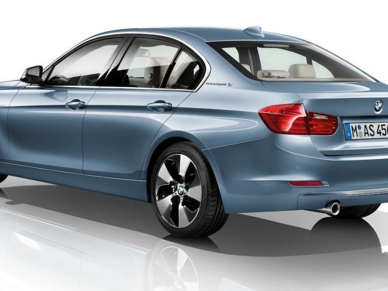Седан BMW 3-Series ActiveHybrid 2013 вид сзади