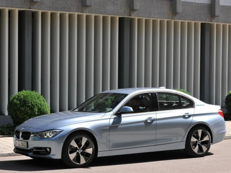 Серебристый седан BMW 3-Series ActiveHybrid 2013