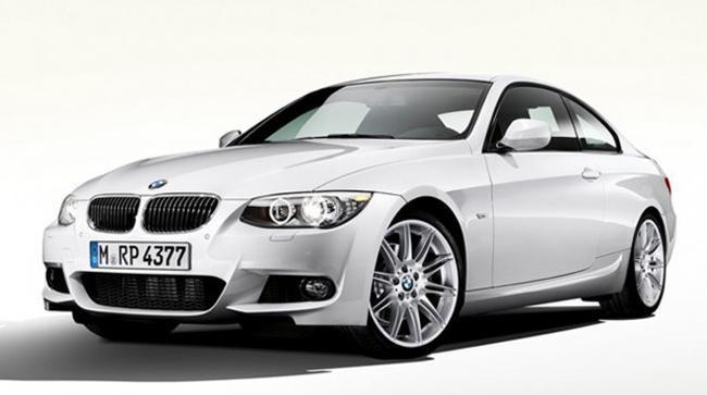 Белый седан BMW M3 (F30) 2013