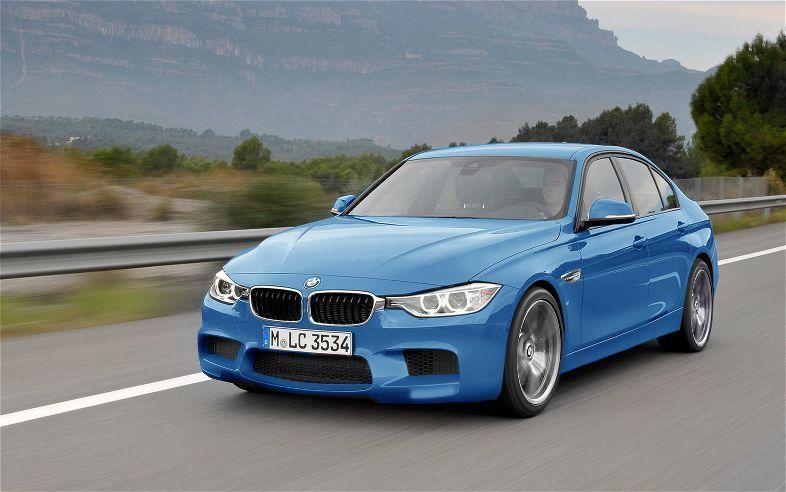 Синий седан BMW M3 (F30) 2013